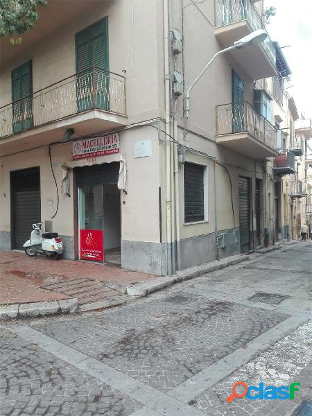 Locale commerciale in via Vittorio Amedeo
