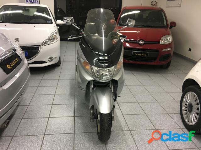 Suzuki Burgman AN 250 benzina in vendita a Andria