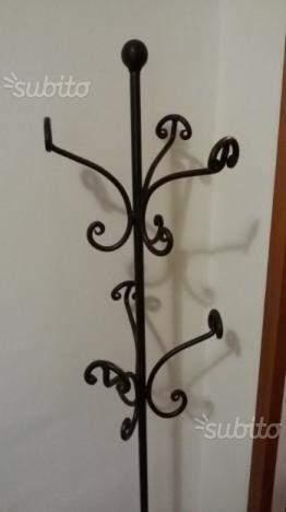 Attaccapanni a piantana in ferro battuto stile fiorentino