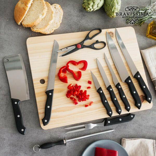 Set di coltelli con affilatore e tagliere in legno (11