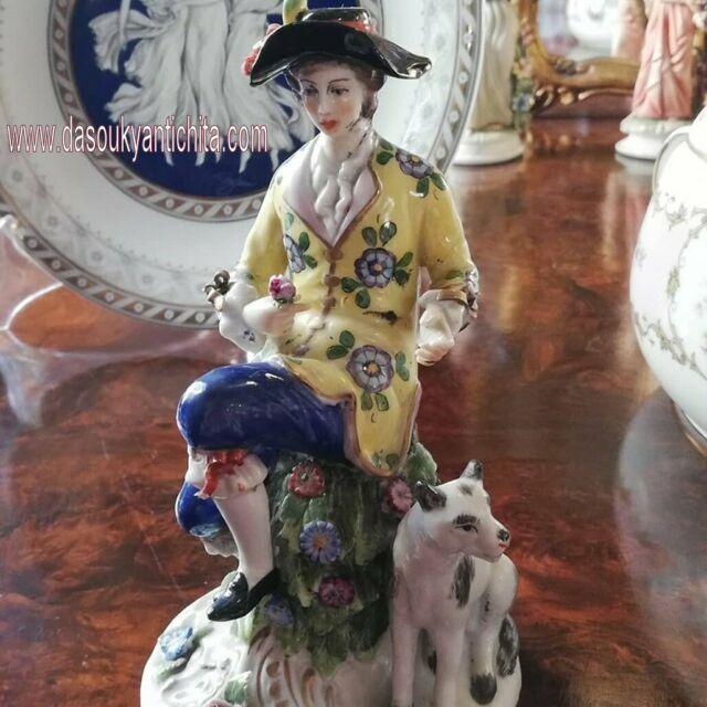 Antica statuina del XX secolo in porcellana Capodimonte
