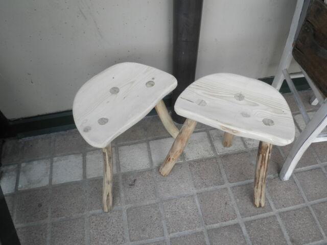 Coppia di sgabelli in legno