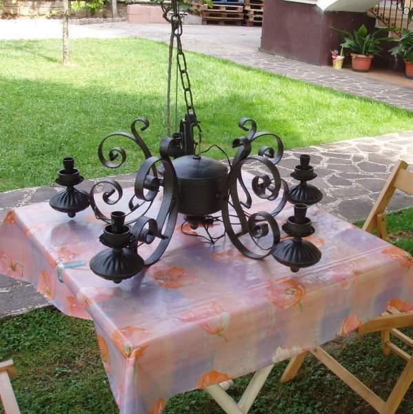 Lampadario vintage in ferro battuto