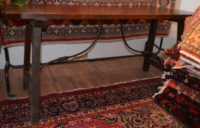 Tavolo antico in legno di noce