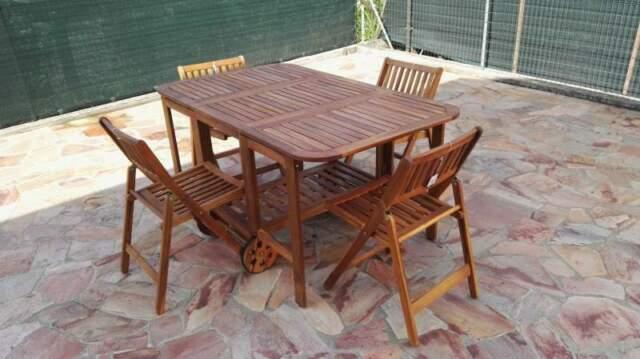 Tavolo in legno pieghevole con 4 sedie