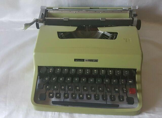 Vintage macchina da scrivere olivetti 32