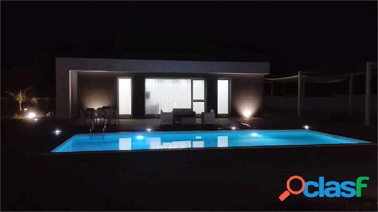 Elegante Villa con piscina