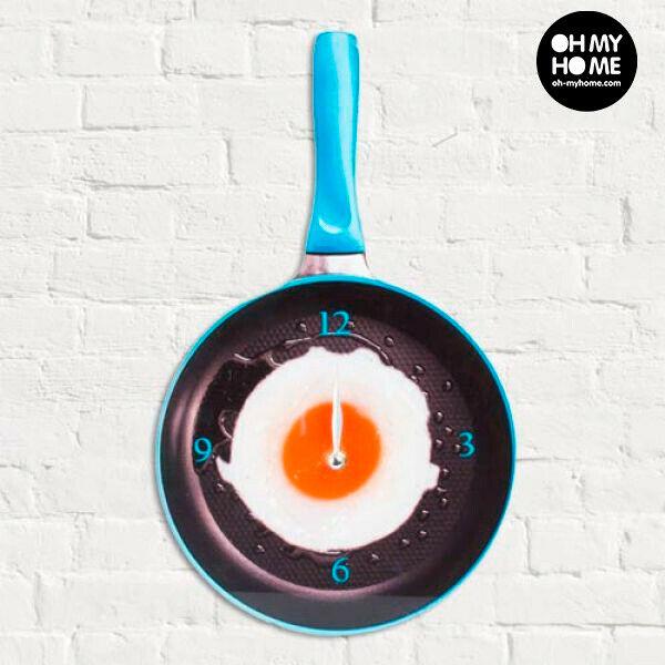 Orologio da muro padella con uovo all'occhio di bue