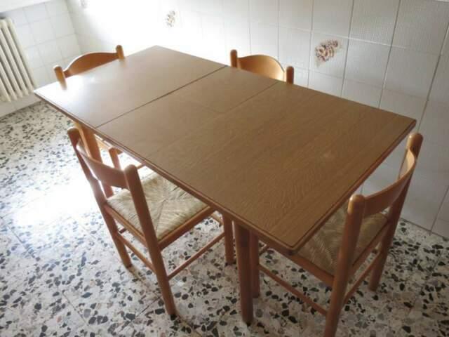 Tavolo laminato con 4 sedie