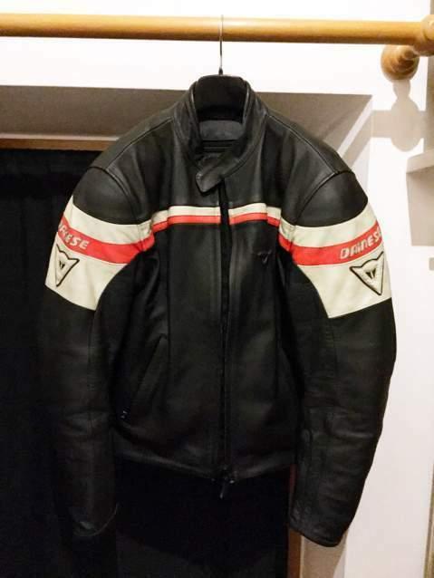 Vendo giacca in vera pelle DAINESE per moto.