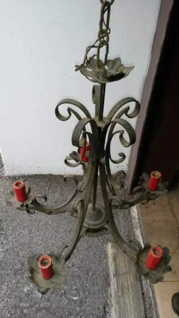 Lampadario in ferro battuto
