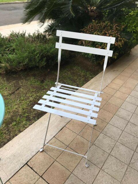 Tavolino in metallo con 2 sedie