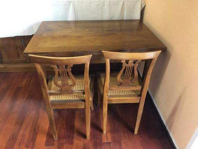 Tavolo in legno massiccio