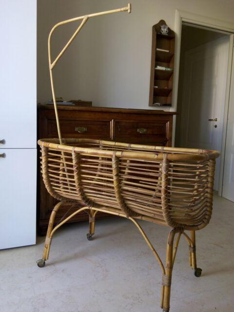 Culla antica in canna di bambu