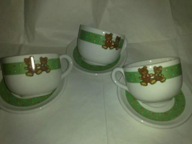 Bellissimi 4 Set Tazze e piatti verde e rosa con Orsetto
