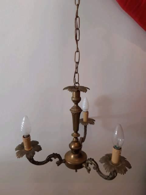 Lampadario vintage anni trenta a tre luci.