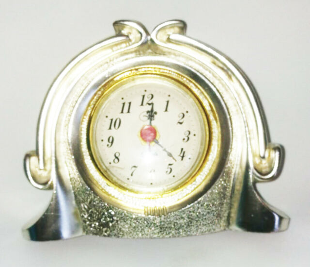 Orologio da consolle in ceramica argentato.