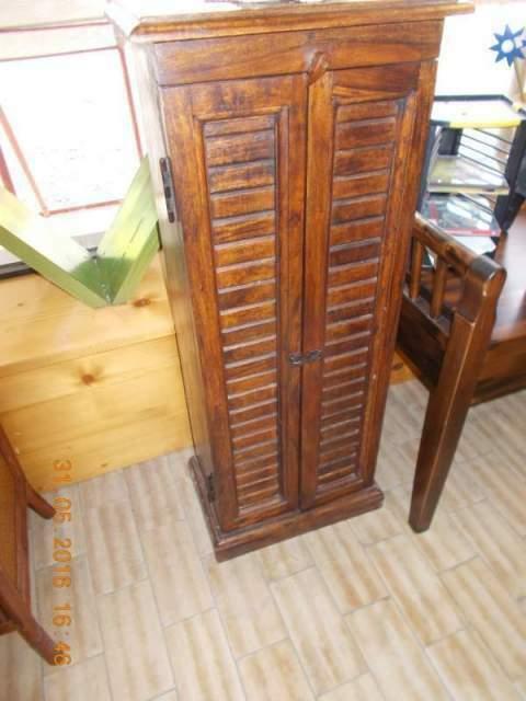 Scrivania porta pc con torre cd in legno | Posot Class