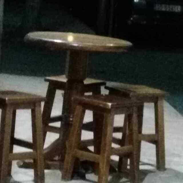 Sgabello con seduta legno e schienale