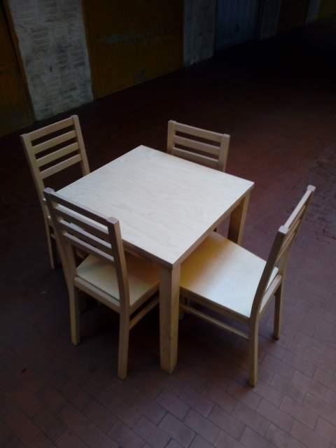 Tavoli e sedie in legno di qualità