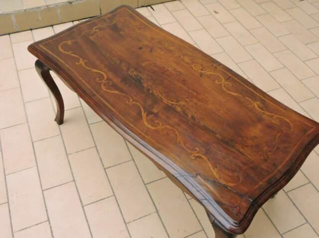 Tavolino in noce massello intarsiato xix sec.