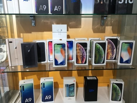 WWW.FIRSTBUYDIRECT.COM Apple iPhone XS Max XS Samsung S10+