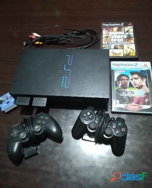 PS2 con tutti i cavi 2 joystick 2 giochi