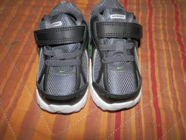 Scarpe nike taglia 20 colore nero nuove mai usate