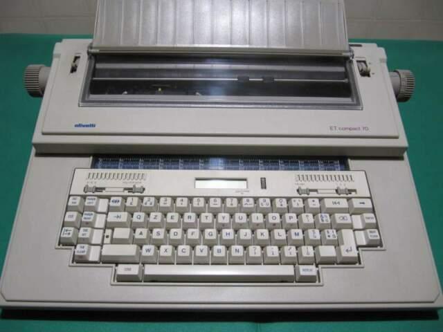Macchina da scrivere elettronica olivetti mod. ET COMPACT 70