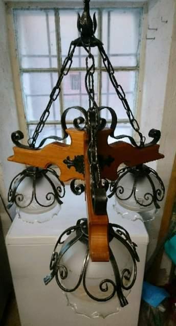 Lampadario in legno e ferro battuto a 3 luci con boccie in