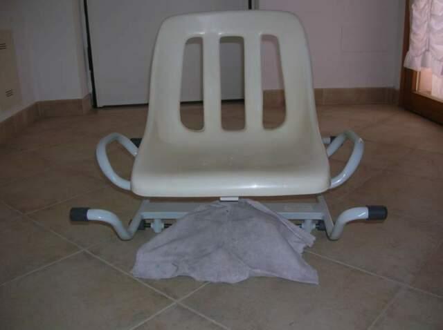 Sedile per vasca da bagno con braccioli