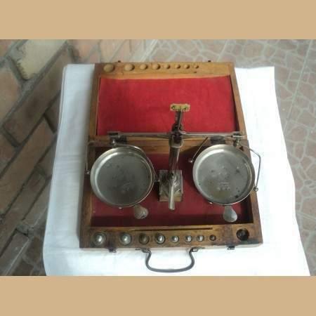 Bilancino da orefice con cassetta e pesi originali