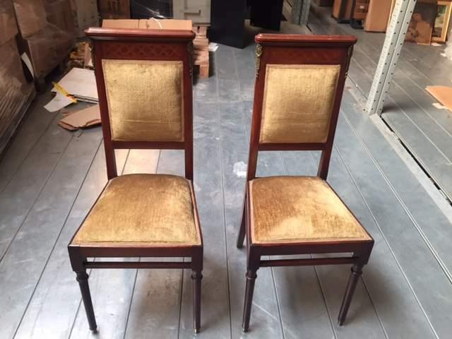 Coppia di sedie in legno
