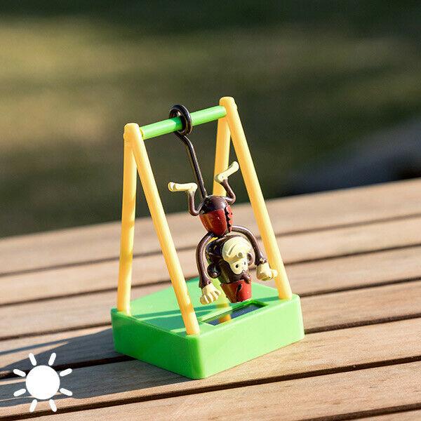 Scimmia sull'altalena ad energia solare con movimento