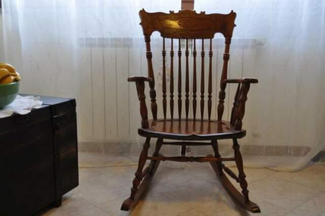 Sedia a dondolo antica