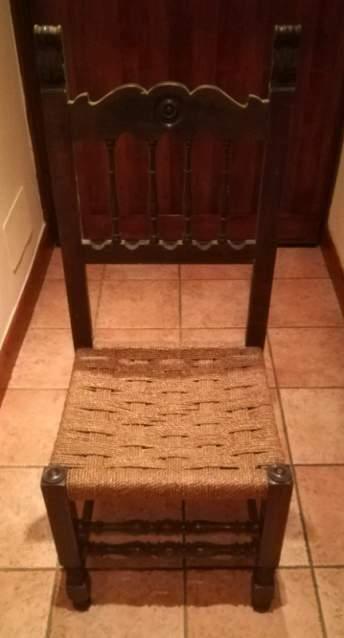 Antica sedia in legno massello stile rinascimentale