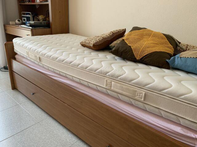 Regalo camera da letto con doppio letto singolo e scrivania