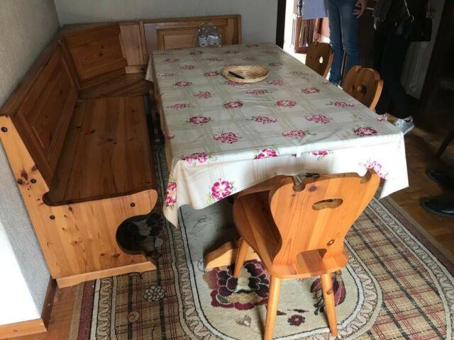 Tavolo panca angolare sedie e vetrinetta in legno massello