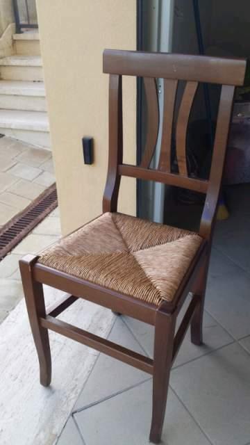 Vendo Sedie in legno con paglietta sulla seduta N° 8