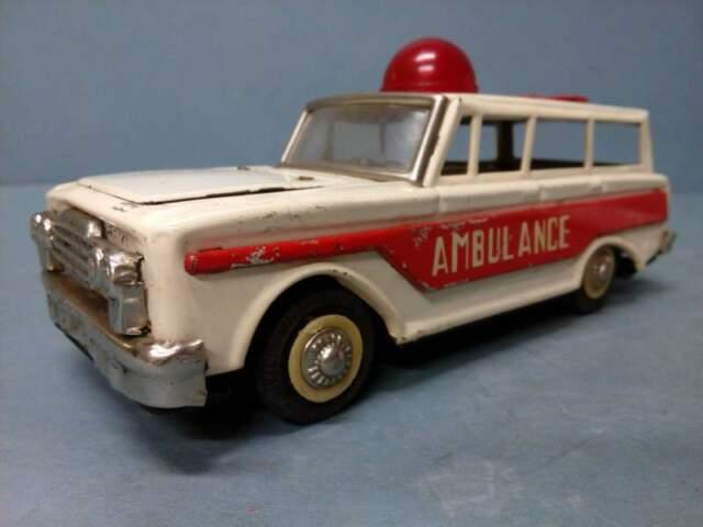 Modellino Automobile - Ambulanza in Latta - Vintage 60