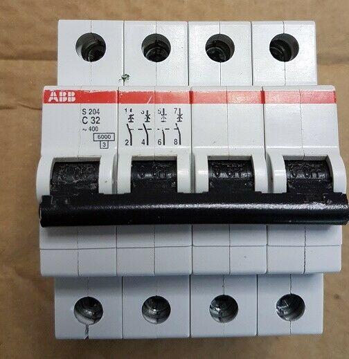 ABB interruttore magnetotermico usato C32 4 poli