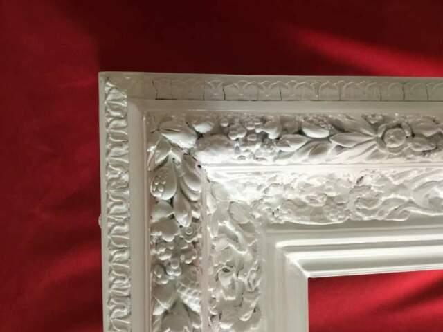 Cornice in legno laccata bianca. mt 2,07 x 1,75 spes cm 15