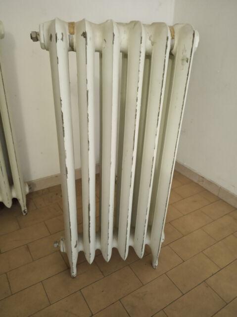 Termosifoni caloriferi d'epoca in ghisa con piedini