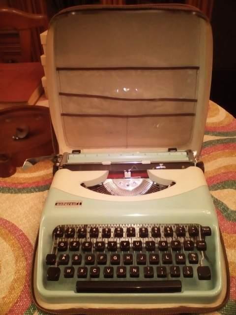Macchina da scrivere Antares + custodia originale