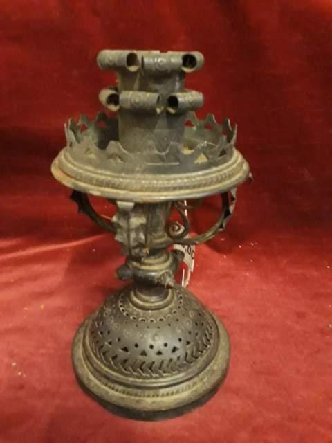 624 - antico candelabro in ferro battuto - 24 cm