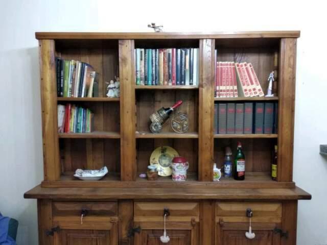 Libreria in legno di castagno