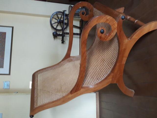 Poltrona legno massello di noce e paglia viennese