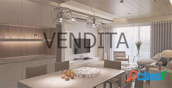 Appartamento con Quattro Camere Ristrutturato