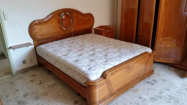 Camera da letto completa in noce seminuova