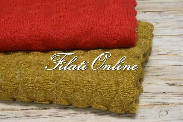 Stola sciarpa con punto pon pon oro e rosso corallo